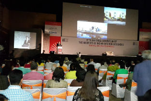 Iñaqui Carnicero intervention in front of 2000 people in India contributing to Taking design to the masses convention